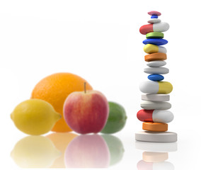 Tablettenstapel mit Früchten