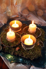 vierter advent mit moosdekoration