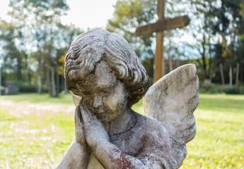 Engelsfigur - Friedhof im Wald