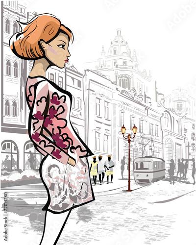 mloda-kobieta-rude-wlosy-w-centrum-starego-miasteczka-rynek
