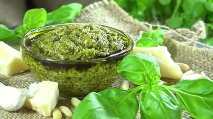 Homemade Basil Pesto (loopable)