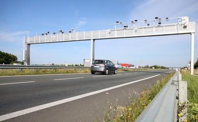 portique, ecotaxe, autoroute, taxe, péage