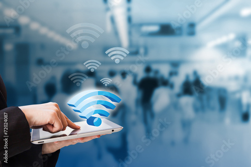 Businesswoman connecting to Wifi - 72024087
