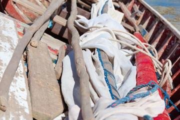 intérieur de barque rodriguaise traditionnelle à voile