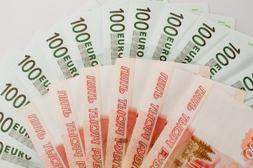 100 euros and 5000 rubles banknotes