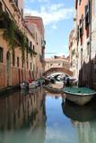 Fototapeta Uliczki - Canal in Venice. © sergunt