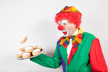 clown mit berliner pfannkuchen