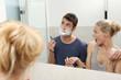 Paar im Badezimmer