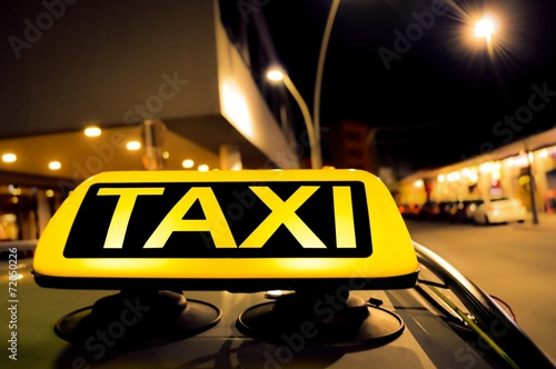 canvas print picture Taxi in der Stadt