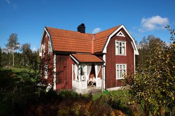 typisches rotes Holzhaus in Schweden Skandinavien