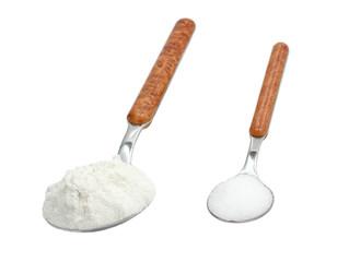 Dosierlöffel (Teelöffel und Esslöffel) mit Mehl und Zucker