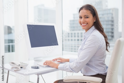 canvas print picture Smiling businesswoman working at her desk