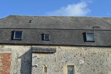 toiture d'immeuble d'un vieux bâtiment