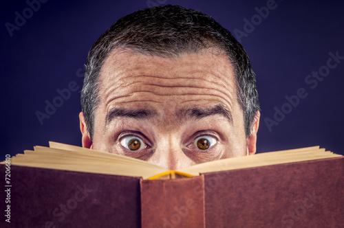 Poster Ein Buch lesen