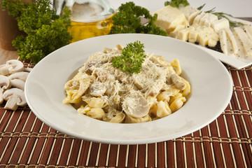 Tortellini italian style with mushroom, chicken and cheese pasta