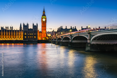 Foto op Aluminium Oude gebouw Big Ben, Queen Elizabeth Tower and Wesminster Bridge Illuminated