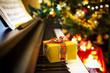 Leinwanddruck Bild - Christmas gift on piano