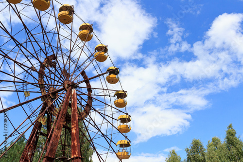 Leinwanddruck Bild Abandoned Ferris Wheel in Chernobyl