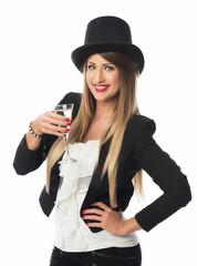 Frau mit Zylinder trinkt Sekt