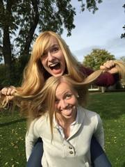 Freundinnen haben Spaß zusammen