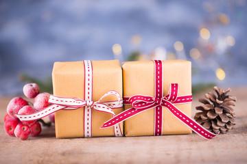 Weihnachtsgeschenke hübsch verpackt