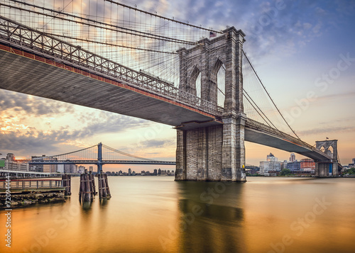 Leinwanddruck Bild Brooklyn Bridge over the East River in New York City