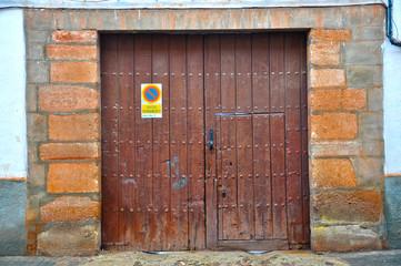 Villanueva de los Infantes, entrada de carruajes, puerta falsa