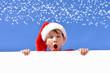 Kind mit weihnachtsmutze