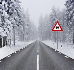 Fahrbahn im Winter