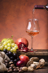 frutta e vino rosè