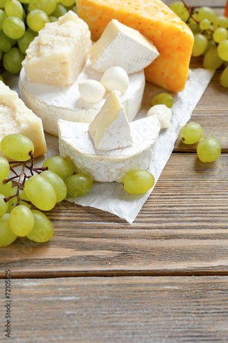 canvas print picture cheese platter with grapes