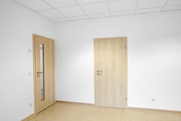Raum mit zwei Türen © Matthias Buehner