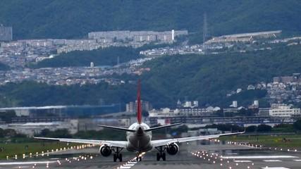 飛行機 離陸するジェット機