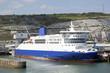 Fähre im Hafen von Dover, England - 72108857