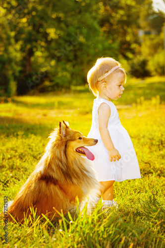 Little girl and dog - 72112852