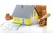 canvas print picture - Gelbes Haus mit Plan und Ziegelsteinen