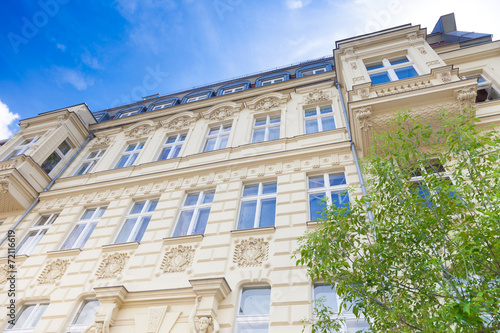 Fotobehang Berlijn Haus in Deutschland, Haus und Baum - Berlin
