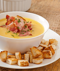 Cream soup of peas with fried bacon and croutons