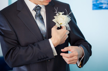 groom white boutonniere