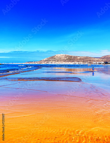 canvas print picture Orange und blauer Strand bei Ebbe