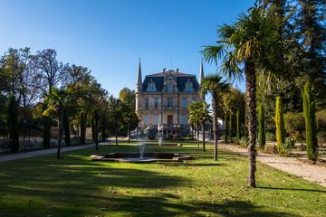 Château de  Val-Seille ville Courthézon