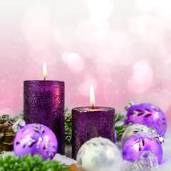 Kerzen und Weihnachtskugeln II