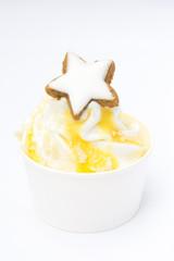Frozen Yoghurt mit Zimtstern