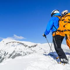 zwei Männer am Gipfel