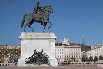 Statue de la Place Bellecour et Fourvière