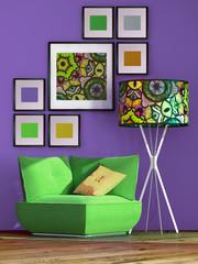 Grüner Sessel mit bunter Lampe vor lila Wand