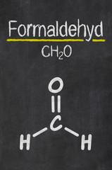 Schiefertafel mit der chemischen Formel von Formaldehyd