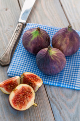 sliced ​​figs on table
