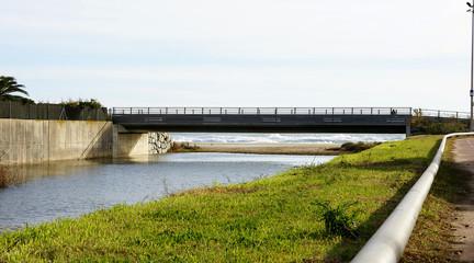Puente sobre la riera de Canyars en Gavá, Barcelona