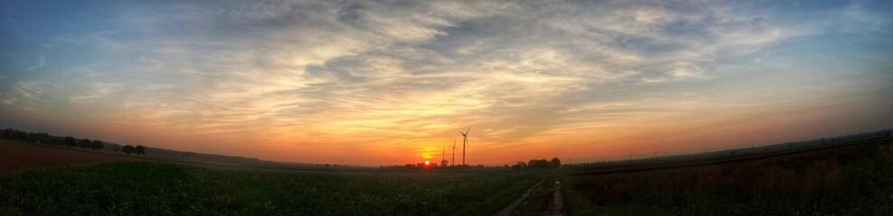 Sonnenuntergang mit Windräder - Panoramafoto
